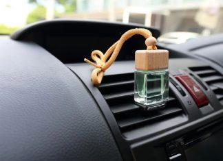 Bau di dalam mobil