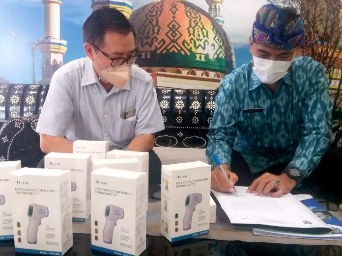 Bantu Penerapan CHSE di NTB, PGTI Sumbang 50 Thermo Gun